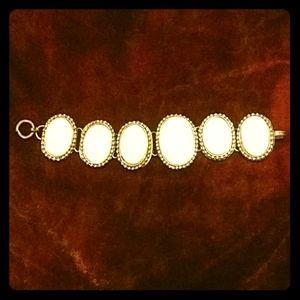 Jewelry - Pretty White Vintage Oval Bracelet